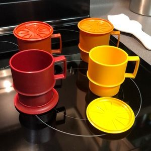 Set of 4 vintageTupperware coffee cups w/coasters